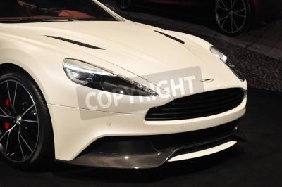 Póster Vista frontal de la Aston Martin