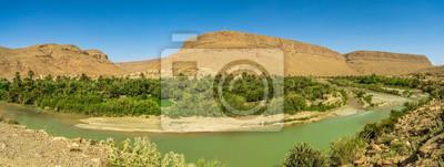 Vista panorámica de la ciudad de Oued Ziz con el río Ziz, Marruecos