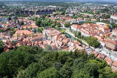 Vista superior de la antigua ciudad de Ljubljana, Eslovenia.