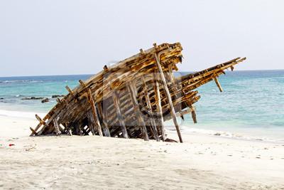 Wrecked de madera de la nave en Omán, Massirah Island