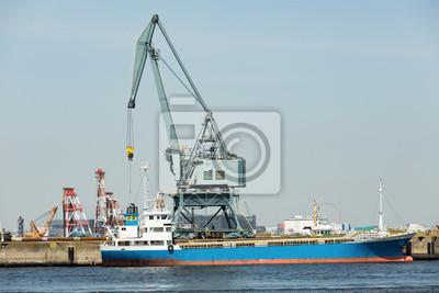 港湾 の 大型 ク レ ー ン