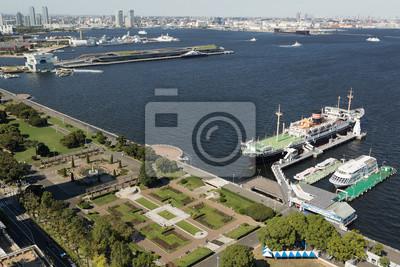 横 浜 港 と 山下 公園