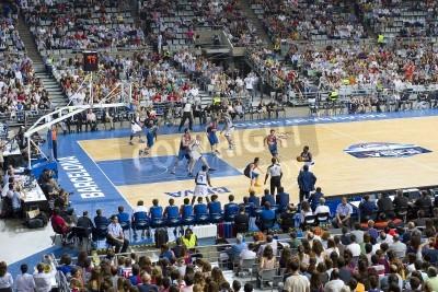 Póster Algunos jugadores en la acción en el FC Barcelona vs Dallas Mavericks partido amistoso, finales puntuación 99-85, el 9 de octubre de 2012 en el estadio Palau Sant Jordi, Barcelona, España