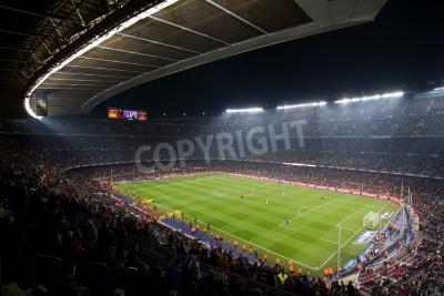 Póster BARCELONA, ESPAÑA - 13 de diciembre de 2010: Vista panorámica del Camp Nou, el estadio del equipo de Fútbol Club Barcelona, antes del partido FC Barcelona - Real Sociedad, marcador final de 5 - 0.