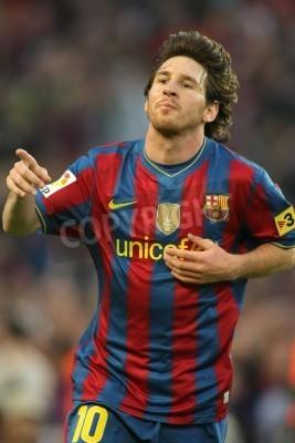 Póster Leo Messi de Barcelona durante un partido de la Liga española entre el FC Barcelona y Valladolid en el estadio Camp Nou el 16 de mayo de 2010 en Barcelona, España