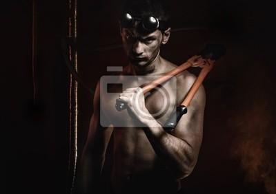 Masculino muscular con pinzas © Anton Violin # 22193862
