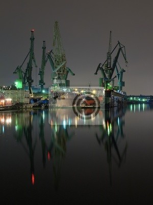 Y grúas del astillero de Gdansk, Polonia.