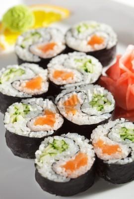 Póster Yin Yang Maki Sushi - Roll hizo de salmón fresco y pepino dentro. Nori exterior