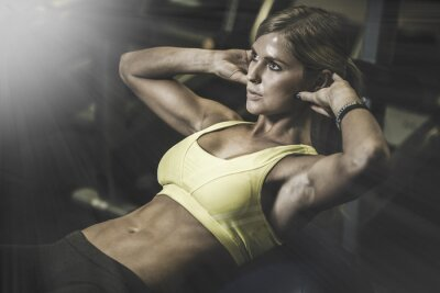 Póster Young fit woman excecising ingym
