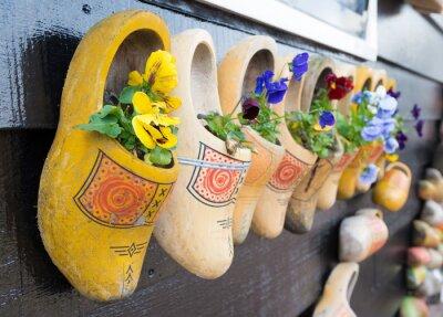 Póster zapatos de madera