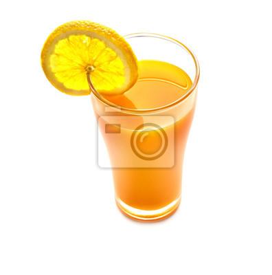 Zumo de naranja y una rebanada de vista superior de color naranja en el backgro blanco