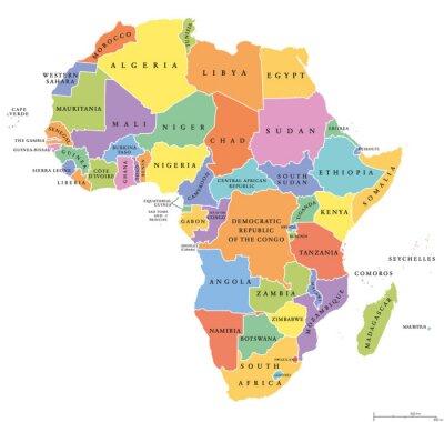 Vinilo África único indica el mapa político. Cada país con su propio área de color. Con las fronteras nacionales sobre fondo blanco. Continente incluyendo Madagascar y naciones de la isla. Etiquetado inglés.