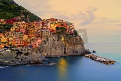 Vinilo Aldea de Manarola, Italia, en la costa de Cinque Terre en la puesta de sol