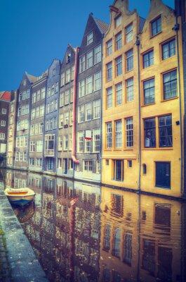 Vinilo Amsterdam en la primavera. Las casas están a lo largo de los canales.