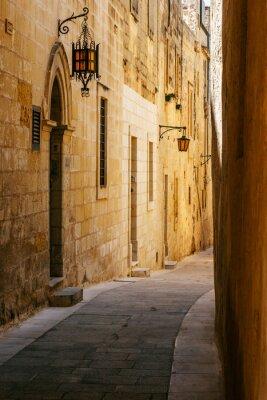Vinilo Antigua calle estrecha en Mdina maltés