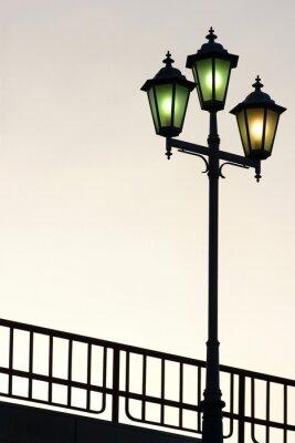 Vinilo Antiguo farola de la calle contra el fondo crepúsculo