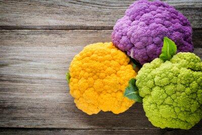Vinilo Arco iris de eco de coliflor en la mesa de madera.
