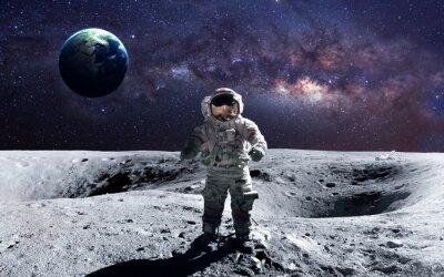 Vinilo Astronauta valiente en la caminata espacial en la luna. Estos elementos de la imagen proporcionados por la NASA.