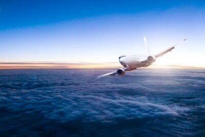 Vinilo Avión de avión comercial volando por encima de las nubes