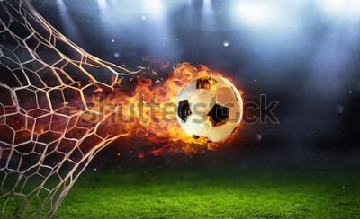 Vinilo Balón de fútbol ardiente en portería con red en llamas