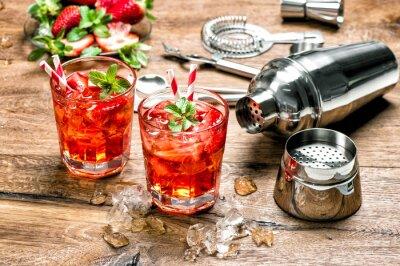 Vinilo Bebida roja con hielo. Cóctel haciendo herramientas de barra