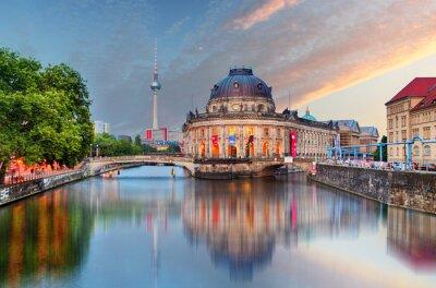 Vinilo Berlín, Museo Bode con reflejo en el río Spree, Alemania