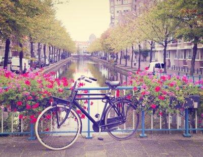 Vinilo bicicleta en un puente