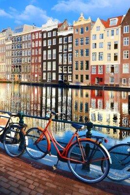Vinilo Bicicletas a lo largo de canales con reflexiones, Amsterdam, Países Bajos