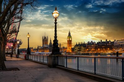 Vinilo Blick über die Themse auf den Big Ben Turm und den Westminster Palast en Londres en Sonnenuntergang. Großbritannien