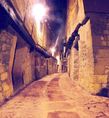 Vinilo Calle de pueblo con faroles al anochecer