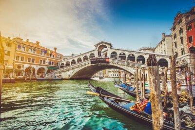 Vinilo Canal Grande con puente de Rialto al atardecer, Venecia, Italia