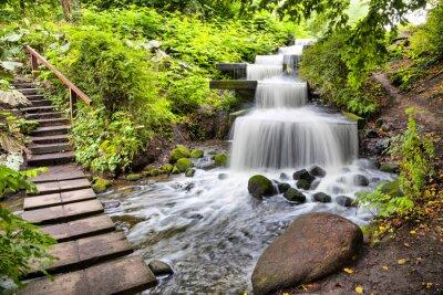 Vinilo Cascada cascada en el parque Planten un Blomen de Hamburgo