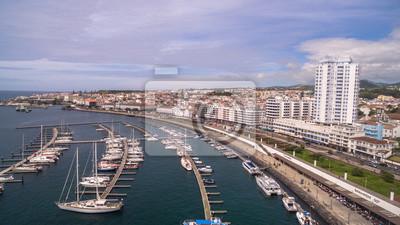 Vinilo Ciudad con puerto en Ponta Delgada, capital de las Azores en Sao Miguel Island