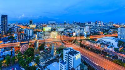 Vinilo Ciudad Skyline, carretera X-cross Bangkok, Tailandia Bangkok es la capital de Tailandia y la ciudad más poblada del país. Intercambio de vista aérea de una ciudad, disparo de avión en el crepúsculo.