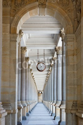 Vinilo Classical colonnade in Karlovy Vary, Czech Republic