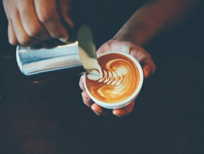 Vinilo cup of coffee latte art in coffee shop