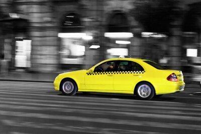 Vinilo de taxi amarillo se mueve en la calle Ciudad de la noche