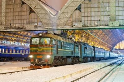 Vinilo Diesel tren de pasajeros en Lviv, Ucrania