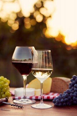 Vinilo Dos vasos de vino blanco y rojo