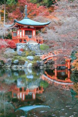 Vinilo El color deja cambiar de color rojo en el templo japón.