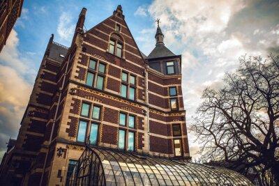 Vinilo El Rijksmuseum es un museo nacional holandés dedicado a las artes y la historia en Amsterdam. El museo está situado en la Plaza de los Museos en el barrio Amsterdam South, cerca del Museo Van Gogh.