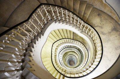 Vinilo Escalera de caracol en el interior de un edificio alto