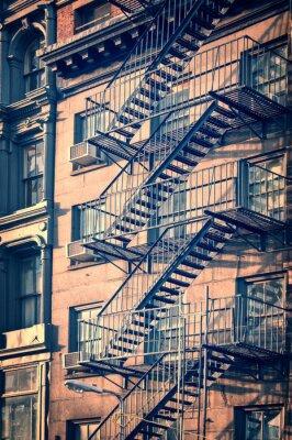 Vinilo Escaleras de escape de fuego de metal en el exterior, la ciudad de Nueva York, el proceso de la vendimia