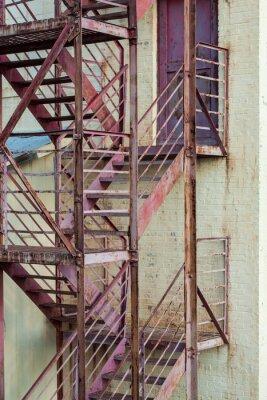 Vinilo Escaleras exteriores de escape de incendios en edificio de fabricación