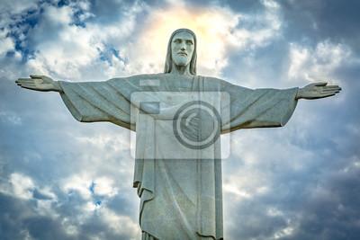 Vinilo Estatua de Cristo Redentor bajo un dramático cielo del atardecer. Cristo Redentor es una estatua Art Deco creada por el escultor francés Paul Landowski