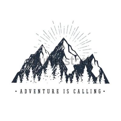 Vinilo Etiqueta inspiradora dibujada a mano con montañas y pinos con textura ilustraciones vectoriales y letras