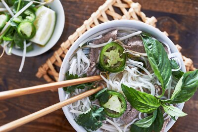 Vinilo Foto aérea de comer carne pho vietnamita
