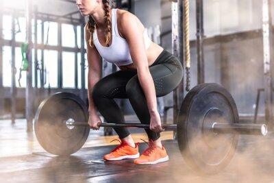 Vinilo Foto de mujer fitness en gimnasio con barra