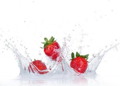 Vinilo Fresas frescas con el chapoteo del agua