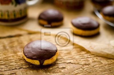 Galletas cubiertas con glaseado de chocolate oscuro